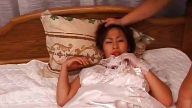 Black Ana Fox a des relations sexuelles mobiles et baise son mari chinois xxx