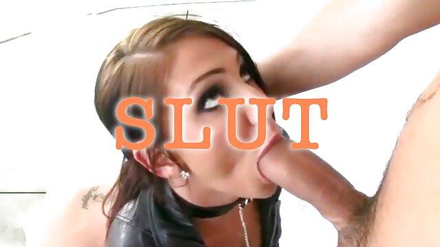 Deux lesbiennes blondes massage chinois porn sexy baisent passionnément au bureau