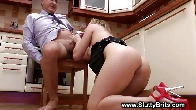 Garçon se branlant à la maison bus chinois porno devant la caméra