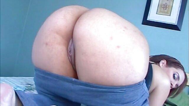 La blonde a baisé magnifique dans diverses positions, et en finale, pour le travail effectué, elle a reçu beaucoup de liquide séminal dans sa petite bus chinois porno bouche